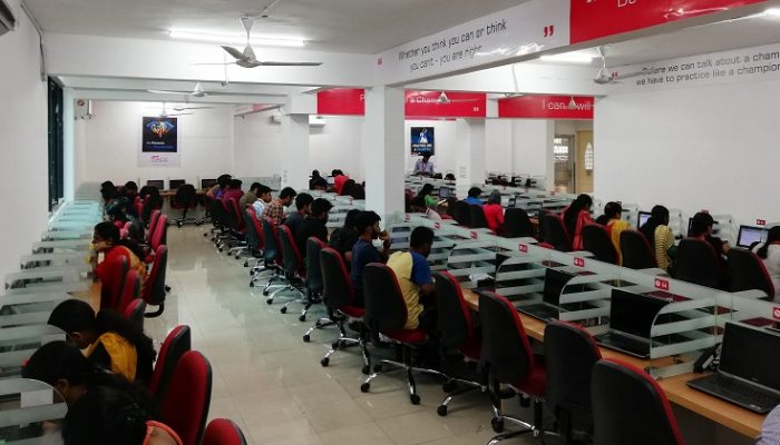 COMPUTER LAB - RACE BANK SSC RAILWAY AND GOVT EXAM COACHING INSTITUTE IN COCHIN ERNAKULAM