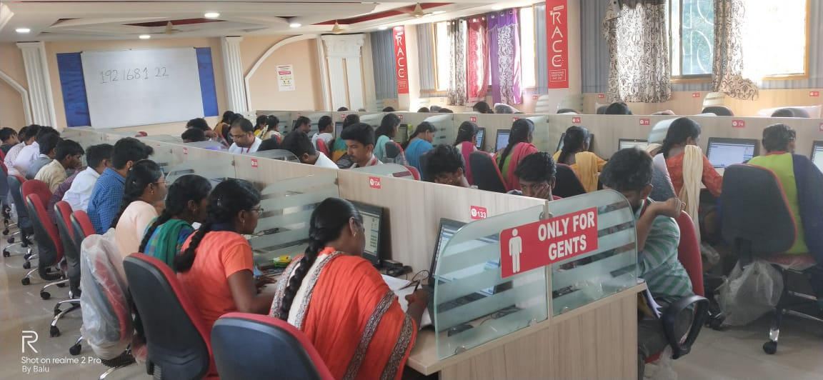 CANDIDATES PRACTICING FOR SBI CLERK PRELIMS EXAINAITON IN RACE INSTITUTE - VELLORE-BEST BANK SSC TNPSC EXAM COACHING IN INDIA (3)-min